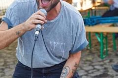 Hamburg, DEU, 08.08.2019:  Nachbarschaftliches Kulturcafe BOOTsWagen auf dem Loeschplatz am Billebecken in Hamburg Hamm Sued. Rasenkonzert der Punkrock-band Umabeya.  #Kulturcafe #BOOTsWagen #Billebecken #Rasenkonzert #Umabeya  #BOOTHamburg #Osterbrooklyn #OBKLYN #OBKLYN19 #einBOOTfuerdieBille #WirHammSüd #Löschplatz #StefanMalzkorn #Malzkorn #Malzkornfoto #Malzkornsrocknroll  ACHTUNG HONORARPFLICHTIG – KEIN VERTRAGSFOTOGRAF  | Hamburg, GER, 08.08.2019: Neighborhood culture cafe BOOTsWagen on the Loeschplatz at the Bille basin in Hamburg Hamm south. Lawn concert of the Punkrock-band Umabeya.|  [copyright: Stefan Malzkorn, Steinbeker Strasse 14, 20537 H a m b u r g, Tel.: +49-40-345402; www.malzkornfoto.de  malzkorn@malzkornfoto.de , Kontoverbindung bitte beim Fotografen erfragen - Banking Link: please get in touch with us for our banking details. www.freelens.com/clearing, Steuer-Nr: 42/152/01106 Finanzamt Hamburg am Tierpark, KSK-Nr. 39040963M007. Verwendung nur gegen Namensnennung, Honorar und Beleg - Presseveroeffentlichungen in DEU zzgl. 7% Mwst auf grundlage der MFM; bei Verwendung des Fotos ausserhalb journalistischer Zwecke bitte Ruecksprache mit dem Fotografen halten. Soweit nicht ausdruecklich vermerkt werden keine Modellfreigabe-, Eigentums-, Kunst- oder Markenrechte eingeraeumt. Die Nutzungen erfolgt ausschliesslich auf Grundlage meiner unter  www.malzkornfoto.de/webseite_neu/agbs/agb_dt.pdf einsehbaren Allgemeinen Geschaftsbedingungen (AGB)  publication only with royalty payment, credit line, and print sample. Unless especially stated: no model release, property release or other third party rigths available. No distribution without our written permission.] [#0,26,121#]