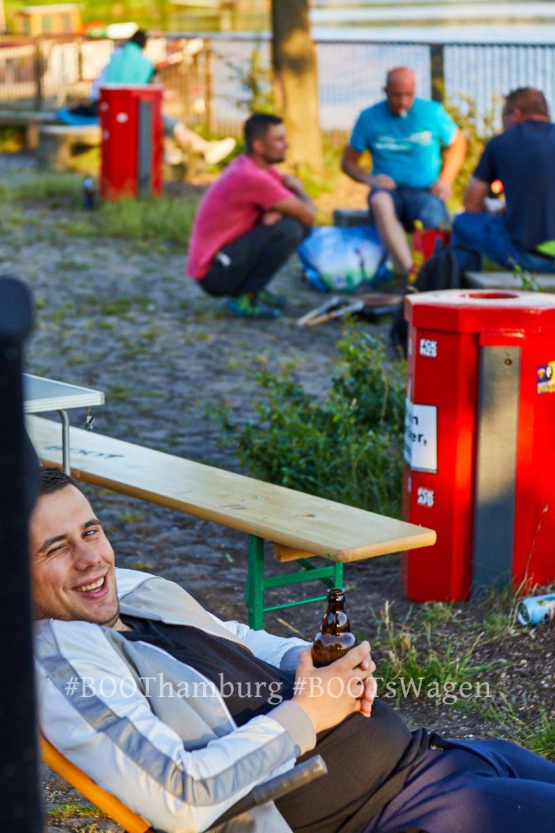 22.06.2019: Nachbarschaftliches Kulturcafe BOOTsWagen auf dem Löschplatz in Hamburg Hamm Süd. Hier mit Atomkind als DJ. #jetztwirdsernst #mittemachen #Kulturcafe #BOOTsWagen #Atomkind #Löschplatz #Rasenkonzert #BOOTHamburg #Osterbrooklyn #OBKLYN #einBOOTfüdieBille #StefanMalzkorn #Malzkorn #Malzkornfoto #Malzkornsrocknroll22.06.2019:  Neighbourhood culture cafe BOOTsWagen on the Loeschplatz at the Bille basin in Hamburg Hamm south. DJ set by Atomkindcopyright: Stefan Malzkorn, www.malzkornfoto.de